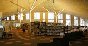 小布施の図書館「テラソ」素敵な建物と思いつつ私もまだ行けてませんが、ご興味のある方はお子様を連れて是非遊びに行ってみてはいかがでしょうか?